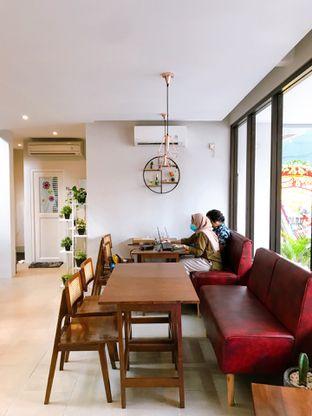 Foto 14 - Interior di Likely Cafe & Resto oleh yudistira ishak abrar