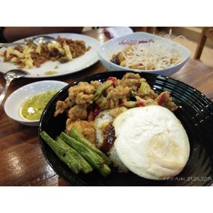 Foto 2 - Makanan(Nasi Ayam Telur Asin. Paket lengkap banget, ada sayuran, ada ayam telur asinnya, ditambah telur ceplok, mantab) di MM Juice oleh S. Sunna Fiyah