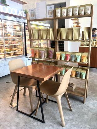 Foto 7 - Interior di Dapur Cokelat Coffee oleh Prido ZH