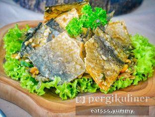 Foto 2 - Makanan(Lava Salmon Skin) di Chatelier oleh Yummy Eats