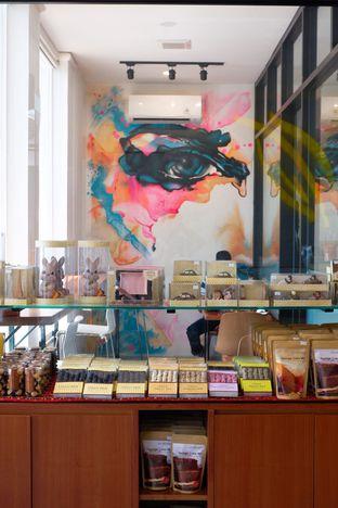 Foto 10 - Interior di Dapur Cokelat Coffee oleh yudistira ishak abrar