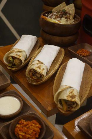 Foto 10 - Makanan di Emado's Shawarma oleh yudistira ishak abrar