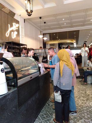Foto 4 - Interior di JurnalRisa Coffee oleh yukjalanjajan