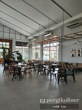 Foto 3 - Interior di Divani's Boulangerie & Cafe oleh Selfi Tan