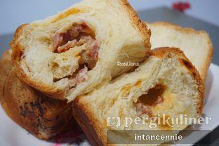Foto 8 - Makanan di Dandy Bakery oleh bataLKurus