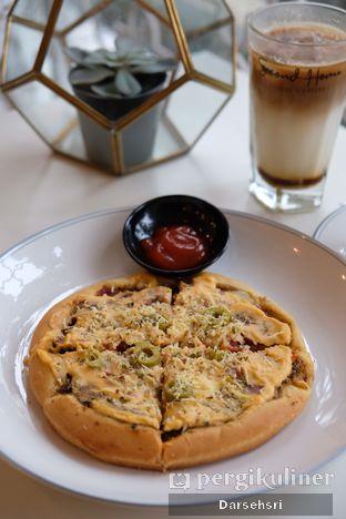 Foto review Second Home Coffee & Eatery oleh Darsehsri Handayani 3