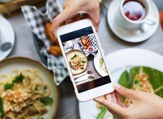Intip Gaya Makan Generasi Milenial, Kamu Pernah Melakukannya?