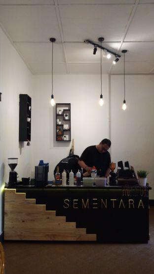 Foto 4 - Interior di Sementara Coffee oleh Chris Chan