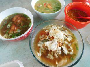 Foto 2 - Makanan(Soto daging bening + emping) di Goyang Lidah oleh Angelina wj