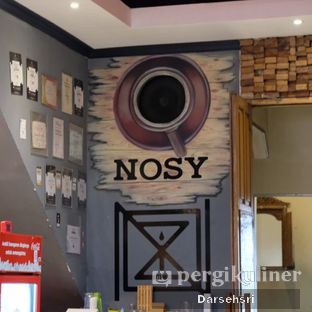 Foto 4 - Interior di Nosy Specialty Coffee oleh Darsehsri Handayani