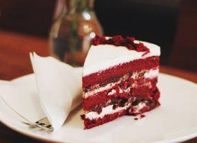 Kue Red Velvet dan Rainbow Cake, Mana yang Jadi Favoritmu?