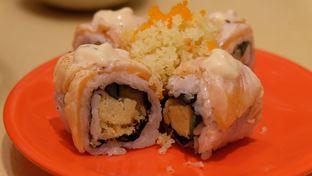 Foto 1 - Makanan(Salmon Crispy Aburi) di Sushi Tei oleh Icha &  Chandra