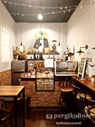 Foto 1 - Interior di Tuxedo Coffee oleh kobangnyemil .