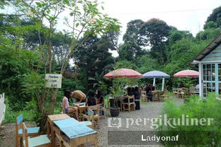 Foto 1 - Eksterior(sisi kiri outdoornya) di Waroeng Kopi Modjok (Warkop Modjok) oleh Ladyonaf @placetogoandeat