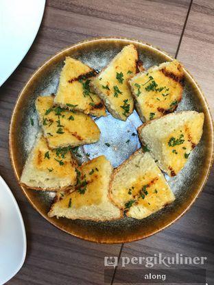 Foto 4 - Makanan(GRALIC BREAD) di Confit oleh #alongnyampah