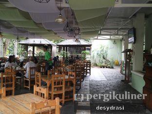 Foto 4 - Interior di Tree House Cafe oleh Makan Mulu
