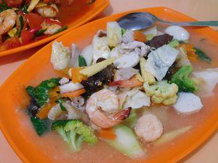 Foto review Masakan Medan Chinese Food Ayung 168 oleh Angelina wj 3