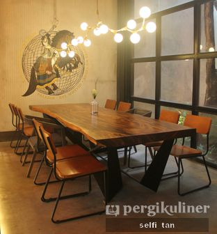 Foto 7 - Interior di Paladin Coffee + Kitchen oleh Selfi Tan