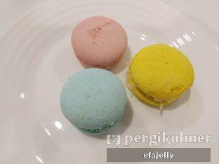 Foto 1 - Makanan(Macarons) di St. Claire Patisserie oleh efa yuliwati
