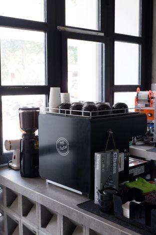 Foto 19 - Interior di Meneed Coffee Cuts oleh yudistira ishak abrar