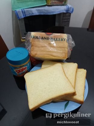 Foto review Holland Bakery oleh Mich Love Eat 6