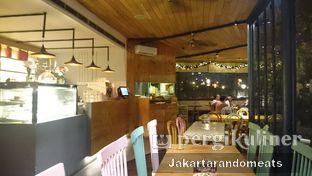 Foto 8 - Interior di Casadina Kitchen & Bakery oleh Jakartarandomeats