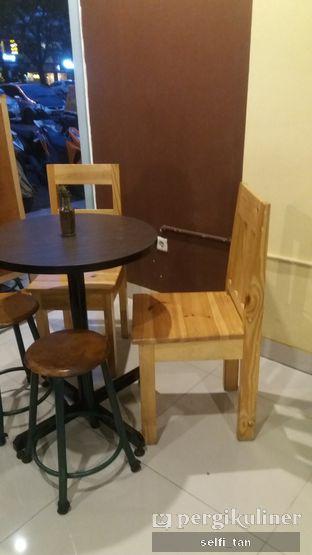 Foto 7 - Interior di Logika Coffee oleh Selfi Tan