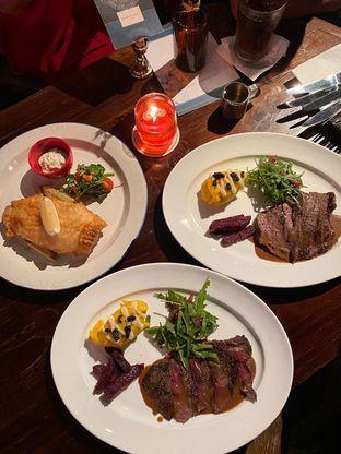 Foto 3 - Makanan di Roosevelt - Hotel Goodrich Suites oleh Duolaparr