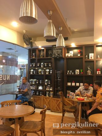 Foto Interior di Toko Kopi Aroma Nusantara
