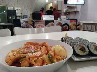 Foto 1 - Makanan(Teobokki & bulgogi kimbab) di Cafe Jalan Korea oleh dinaaraisa