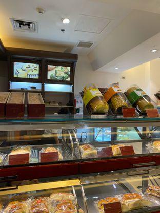 Foto review Holland Bakery oleh Maria Marcella 2