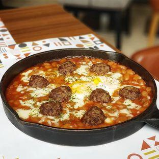 Foto 2 - Makanan(Baked eggs and meatballs) di Relish Bistro oleh ai
