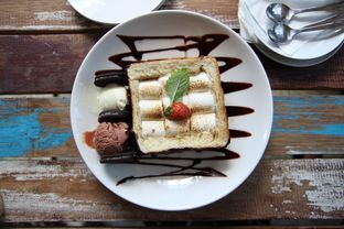 Foto 4 - Makanan(Roti Bakar Marshmallow) di Happiness Kitchen & Coffee oleh Julio Nangkoda