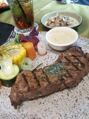 Foto 3 - Makanan di Cutt & Grill oleh Stallone Tjia (@Stallonation)