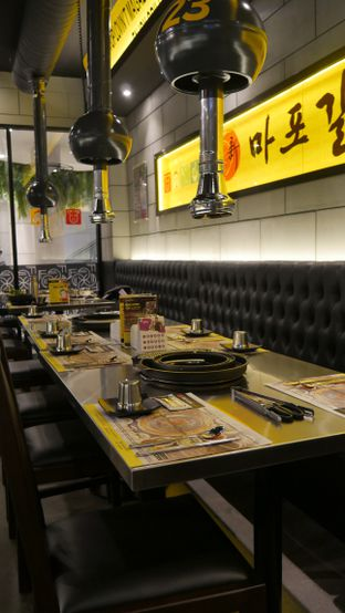 Foto 4 - Interior di Magal Korean BBQ oleh Olivia