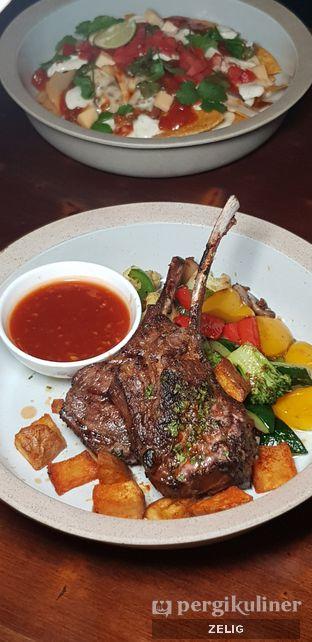 Foto 7 - Makanan di HALFWAY oleh @teddyzelig