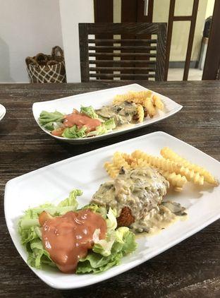 Foto 13 - Makanan di PLUIE Cafe & Resto oleh Prido ZH