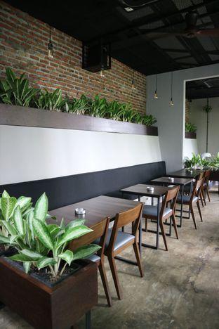 Foto 1 - Interior di 7AM Coffee oleh feedthecat