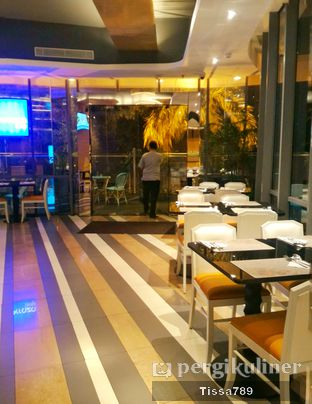 Foto 2 - Interior di Terraza Lounge - Hotel THE 1O1 oleh Tissa Kemala