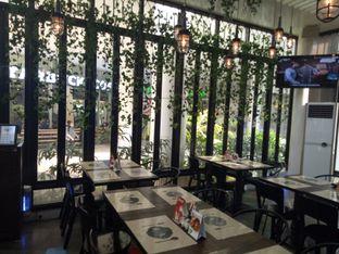 Foto 6 - Interior di De Luciole Bistro & Bar oleh Namira