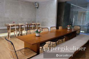 Foto 7 - Interior di Monkey Tail Coffee oleh Darsehsri Handayani