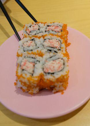 Foto 1 - Makanan(Kanimayo  Tobikko Maki) di Sushi Tei oleh YSfoodspottings