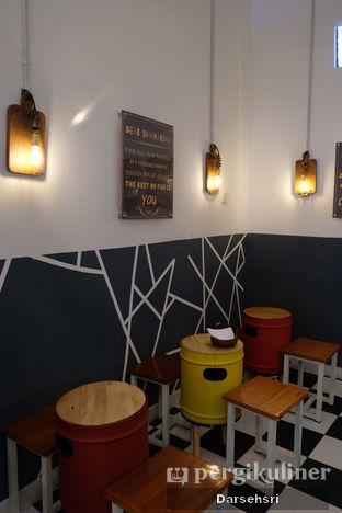 Foto 7 - Interior di Emado's Shawarma oleh Darsehsri Handayani