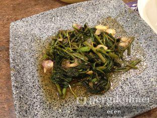 Foto 7 - Makanan(Kangkung Balacan) di Kayanna Indonesian Cuisine & The Grill oleh @Ecen28