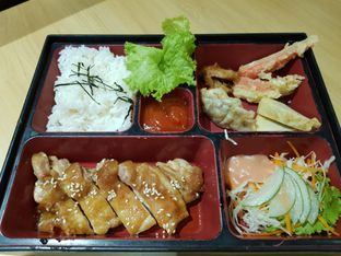 Foto 2 - Makanan di Peco Peco Sushi oleh Amrinayu