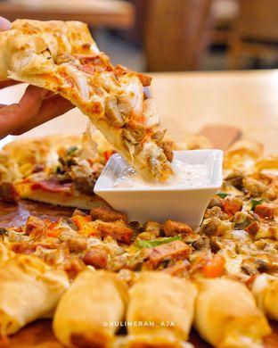 Foto 2 - Makanan(Super Supreme) di Pizza Hut oleh @kulineran_aja