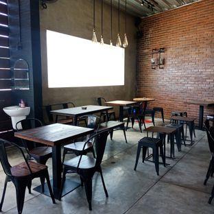 Foto 6 - Interior(Outdoor) di Papercup Coffee oleh Fensi Safan