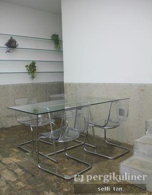 Foto 7 - Interior di Dej Cafe oleh Selfi Tan