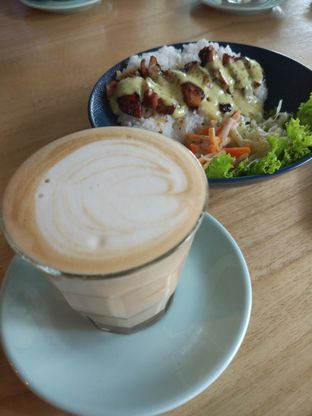 Foto review Honey Beans Coffee & Roastery oleh Bakarlotta  1
