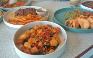 Foto 5 - Makanan(Salt Pepper Double T (IDR 40k)) di Twin House oleh Renodaneswara @caesarinodswr
